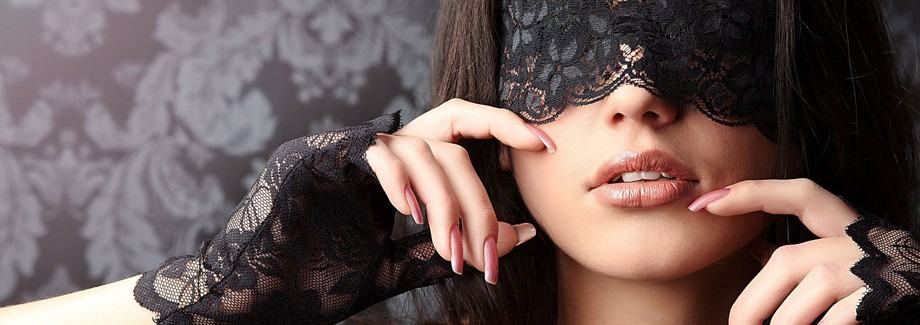 girl-wearing-black-lace-mask